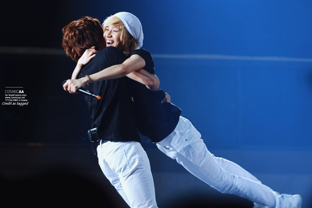 The Perfect Hug (English Version) - 2min shinee ss501 exo minhoxtaemin taoris layhan - main story image