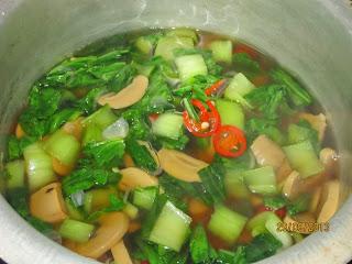 Sup Pak Choy bersama Cendawan Butang