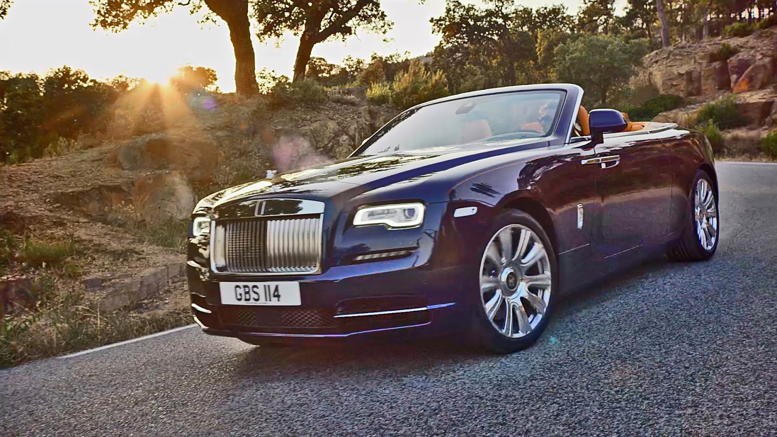 cruisin 39 for a brewsin 39 check out rolls royce s all new dawn convertible. Black Bedroom Furniture Sets. Home Design Ideas