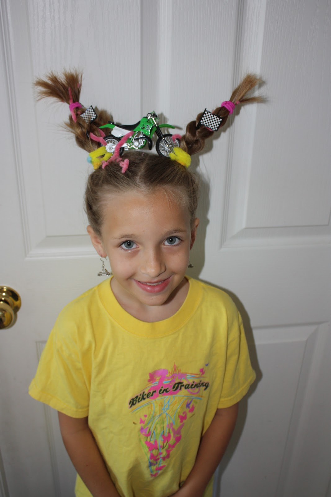 Tacky Day Hair Ideas http://getinspired2.blogspot.com/2011/05/crazy-hair-day-at-school.html