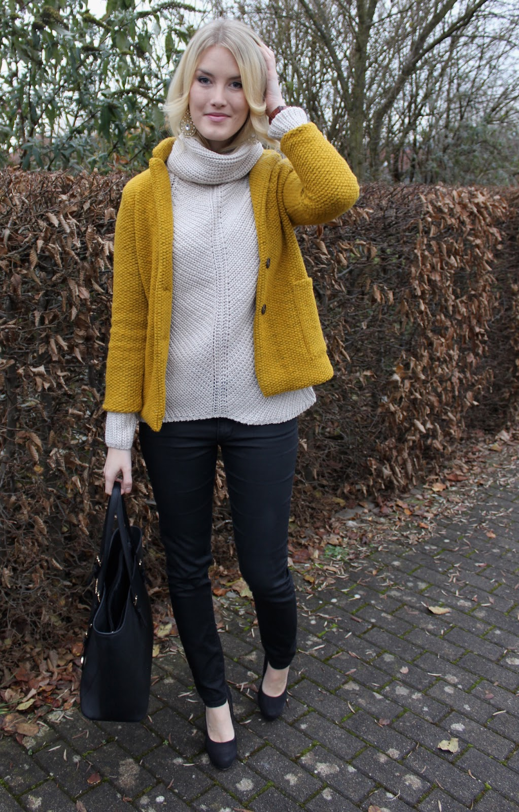 TheBlondeLion Outfit Mustard Danielwellington Uhr Watch Zara Turtleneck Tucked in
