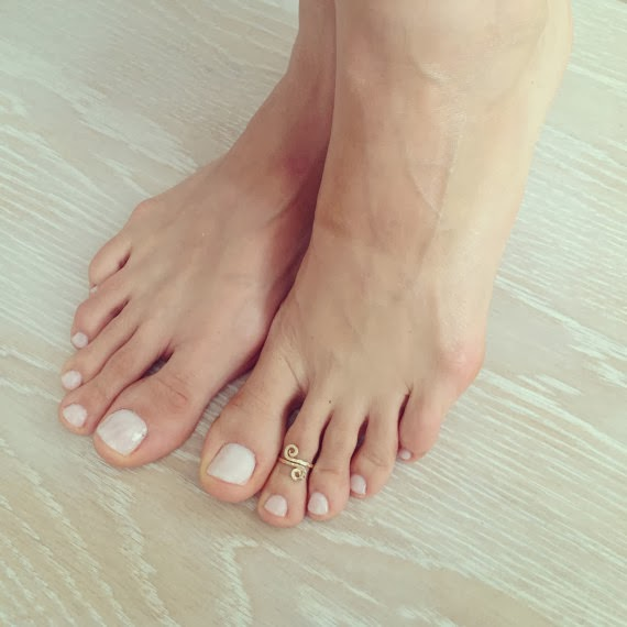 https://www.etsy.com/listing/153582475/swirl-golden-toe-ring-swirl-ring-foot?ref=favs_view_1