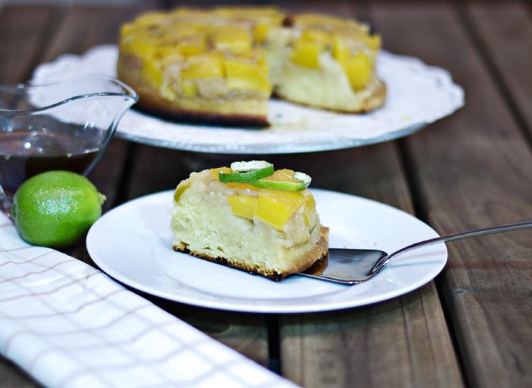bizcocho invertido de mango y guindilla