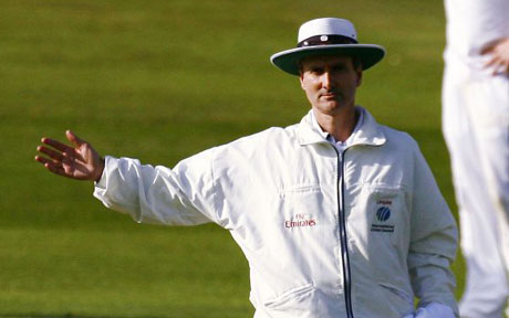 cricket-umpire-out