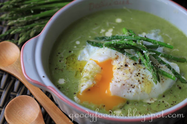 GoodyFoodies: Recipe: Creamy asparagus soup with poached egg, Parmesan ...