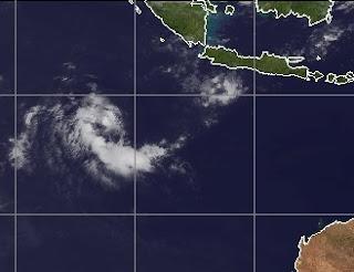 System 99S bildet sich bei Indonesien, Australische Zyklonsaison, 2012, Februar, aktuell, Satellitenbild Satellitenbilder,