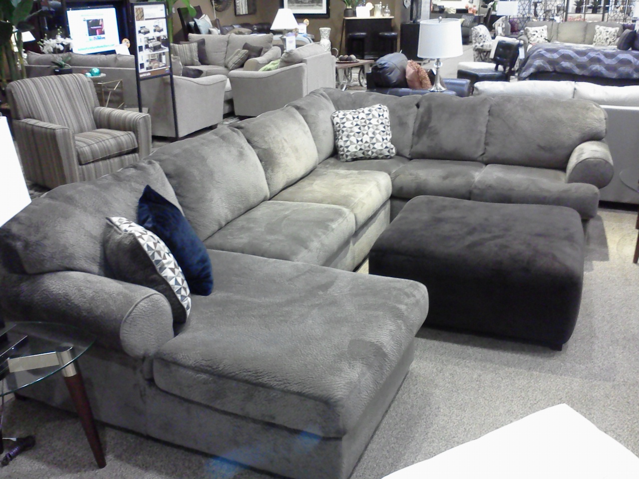 Interestingly enough this set looks similar to our current sectional that we bought from Havertyu0027s a few years ago (will be going in the Family Room). : ashley furniture jessa sectional - Sectionals, Sofas & Couches