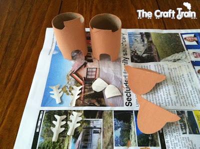 Renas feitas de rolos de papel higiênico reciclados