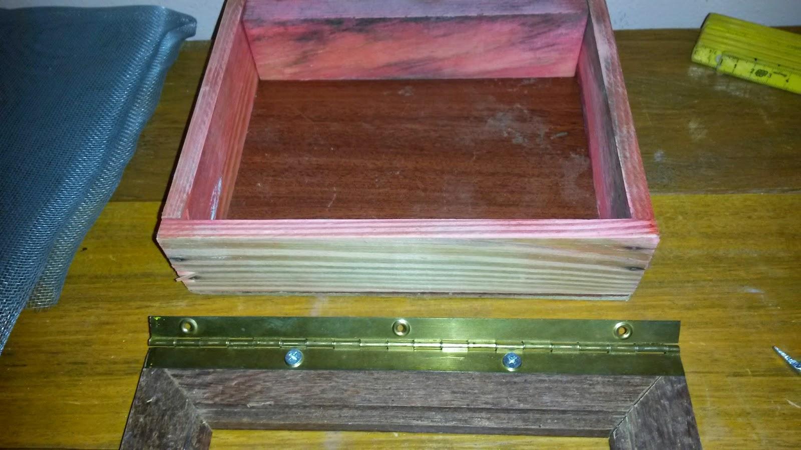 Depois de lixar o quadrado de madeira medi cortei e instalei o  #7D7124 1600x900