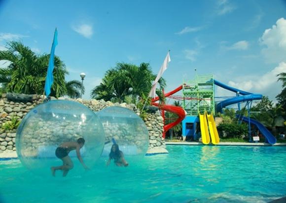 Water Zorbing Now Cresta Del Rio Splash Resort In Koronadal South Cotabato News I Love