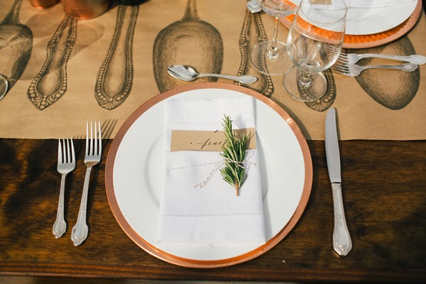 bajoplato y cubiertos para boda