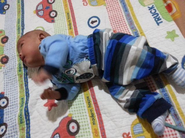 Baby Fattah dah mengiring dan meniarap