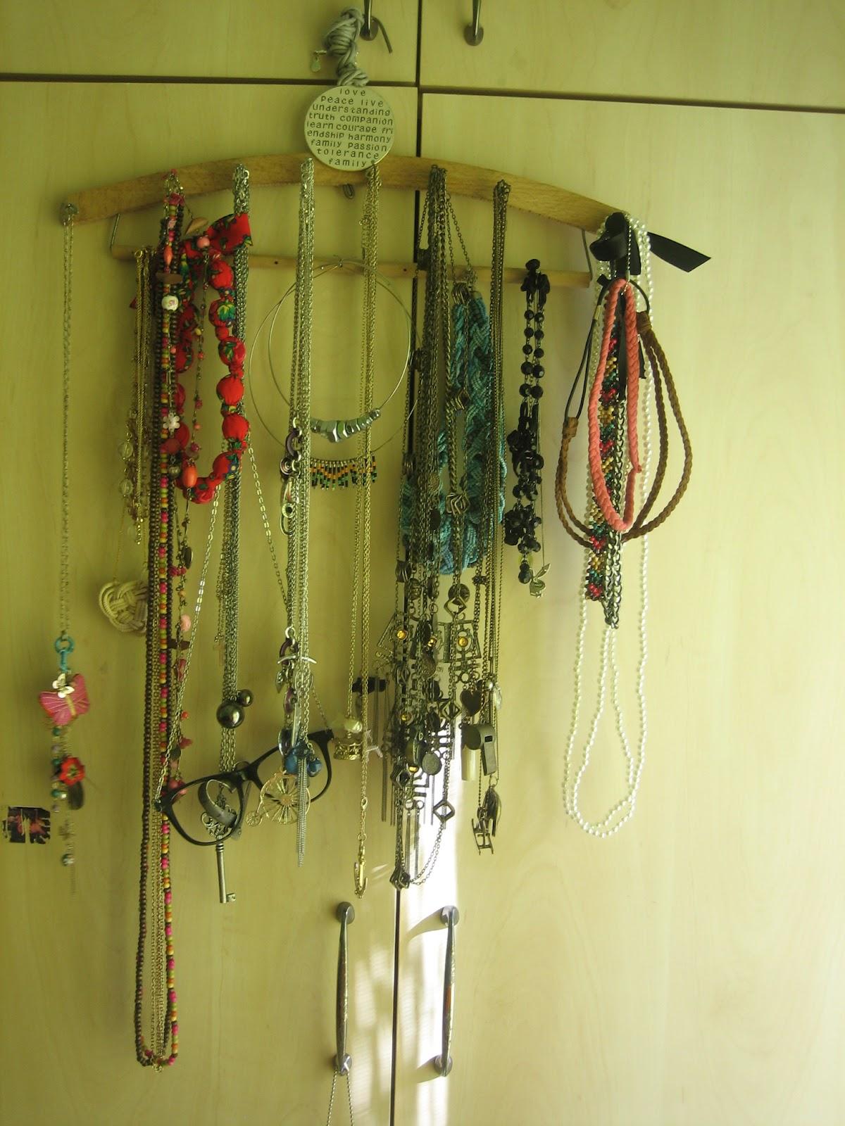 scissors fabric necklace hanger support diy