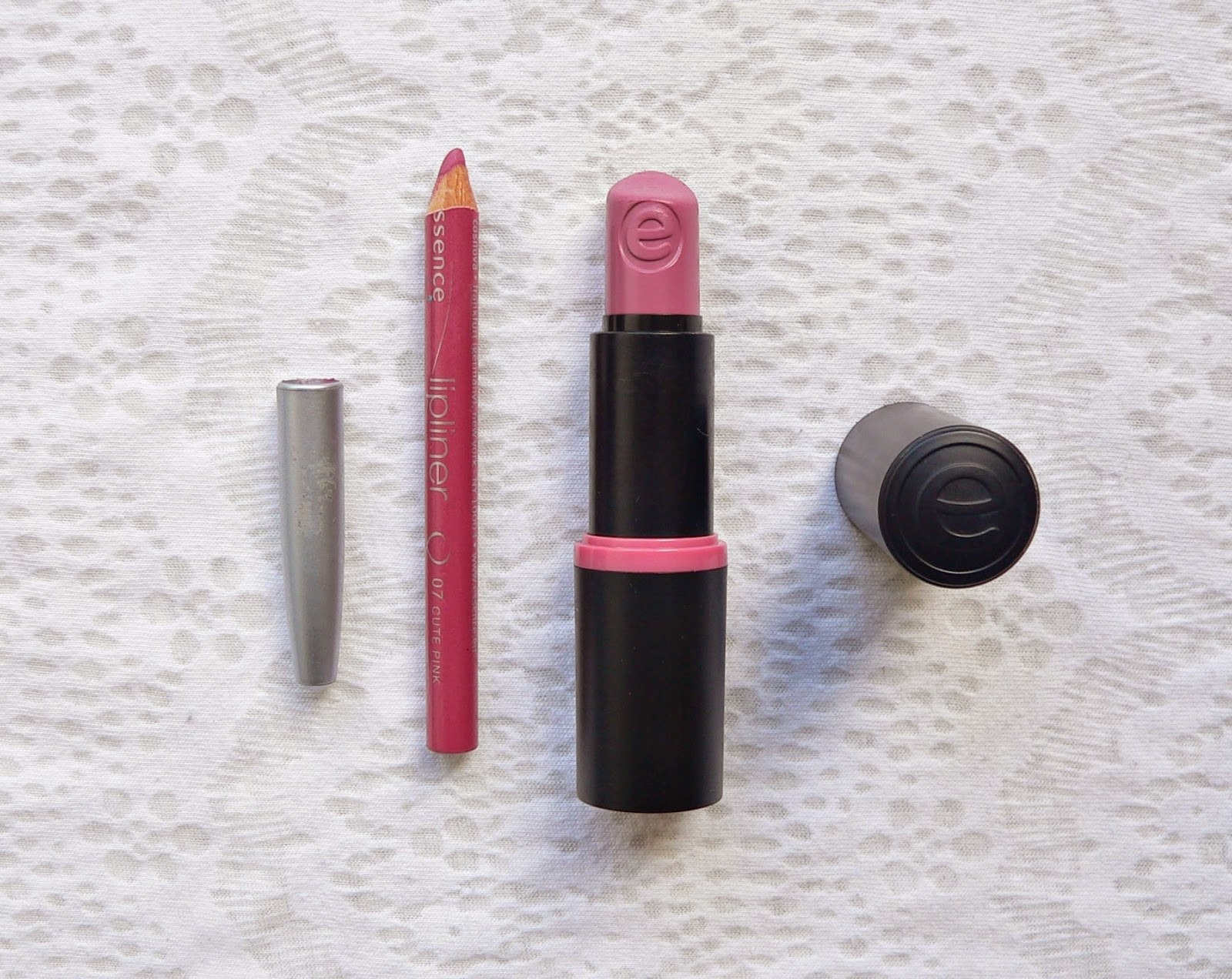 Budget, Lipstick, Lipliner, Review, Make-up, Essence, 07, Cute Pink, Kylie Jenner lips lip, volle lippen, naturel, Essence long lasting lipstick, 07, natural beauty