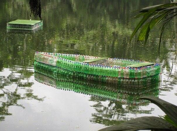 Perahu Unik Hasil Kerajinan Tangan Dari Botol Plastik Bekas