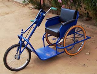 Triciclo per disabili alle gambe