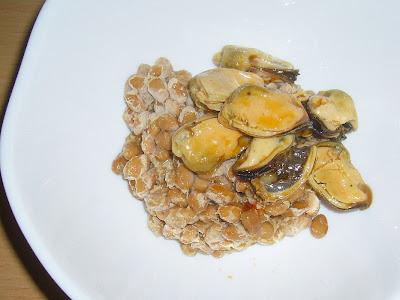 納豆にムール貝のスパイシービネガーオイル漬け