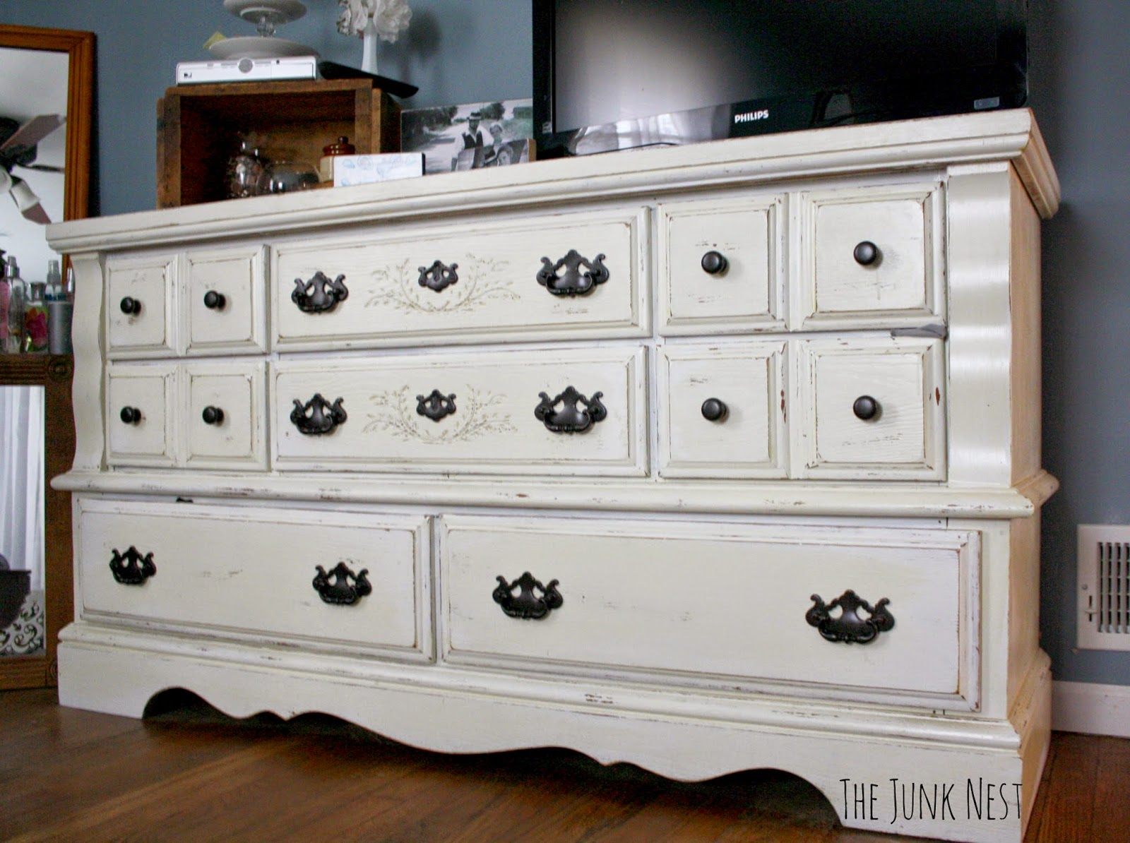 Top 28 chalk painted dresser scrap ali ever after for Ideas for painting a dresser
