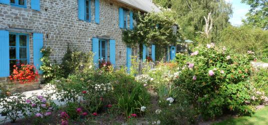 Promesse de roses une roseraie visiter le jardin de for Jardin jardinier normandie
