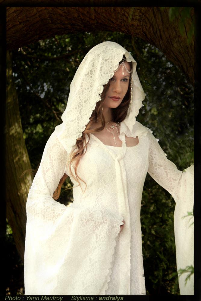 robes de mari e bordeaux gironde aquitaine robe de mari e m di vale fantasy en dentelle. Black Bedroom Furniture Sets. Home Design Ideas