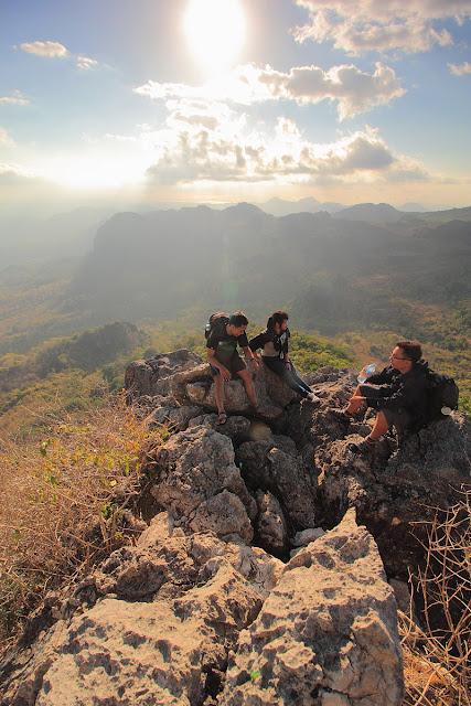 Istirahat di gunung Fatuleu