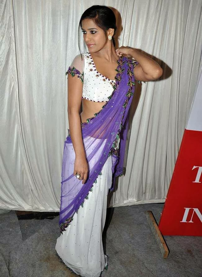 pandey latest hot navel show images in saree poonam pandey latest hot ...