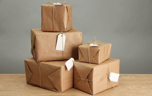 Cómo escribir la dirección y el remitente al hacer un envío