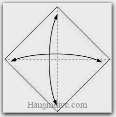 Bước 1: Gấp tờ giấy lại làm bốn để tạo nếp gấp, sau đó lại mở ra.
