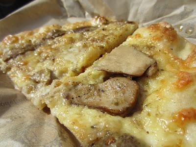 Forno Campo de Fiori, Rome: Mushroom Pizza
