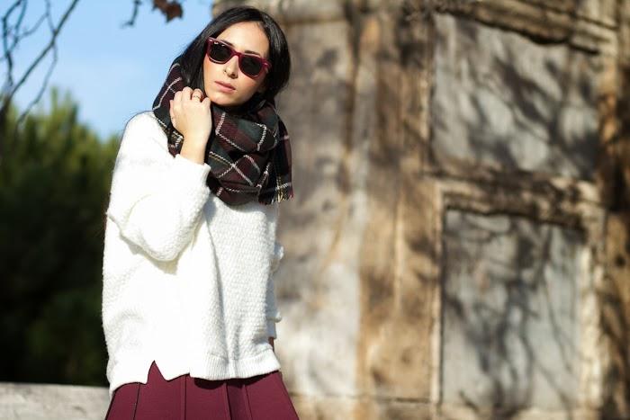 Bufanda reversible de cuadros granate y gris de Zara de nueva coleccion