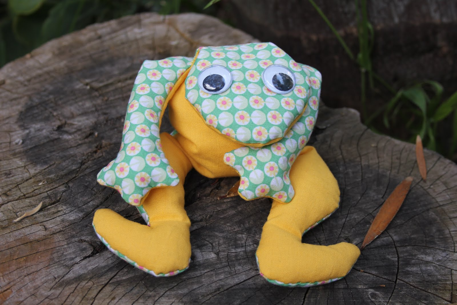 Bugs And Fishes By Lupin Guest Post Fabric Frog Tutorial