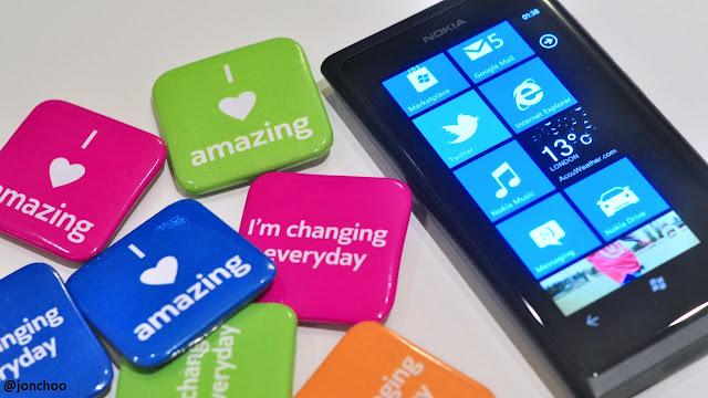 http://2.bp.blogspot.com/-NB1ge37A1aM/TrRND3VKg9I/AAAAAAAAJC0/KsVvk59REuE/s1600/Nokia+Lumia+800+review+1.jpg