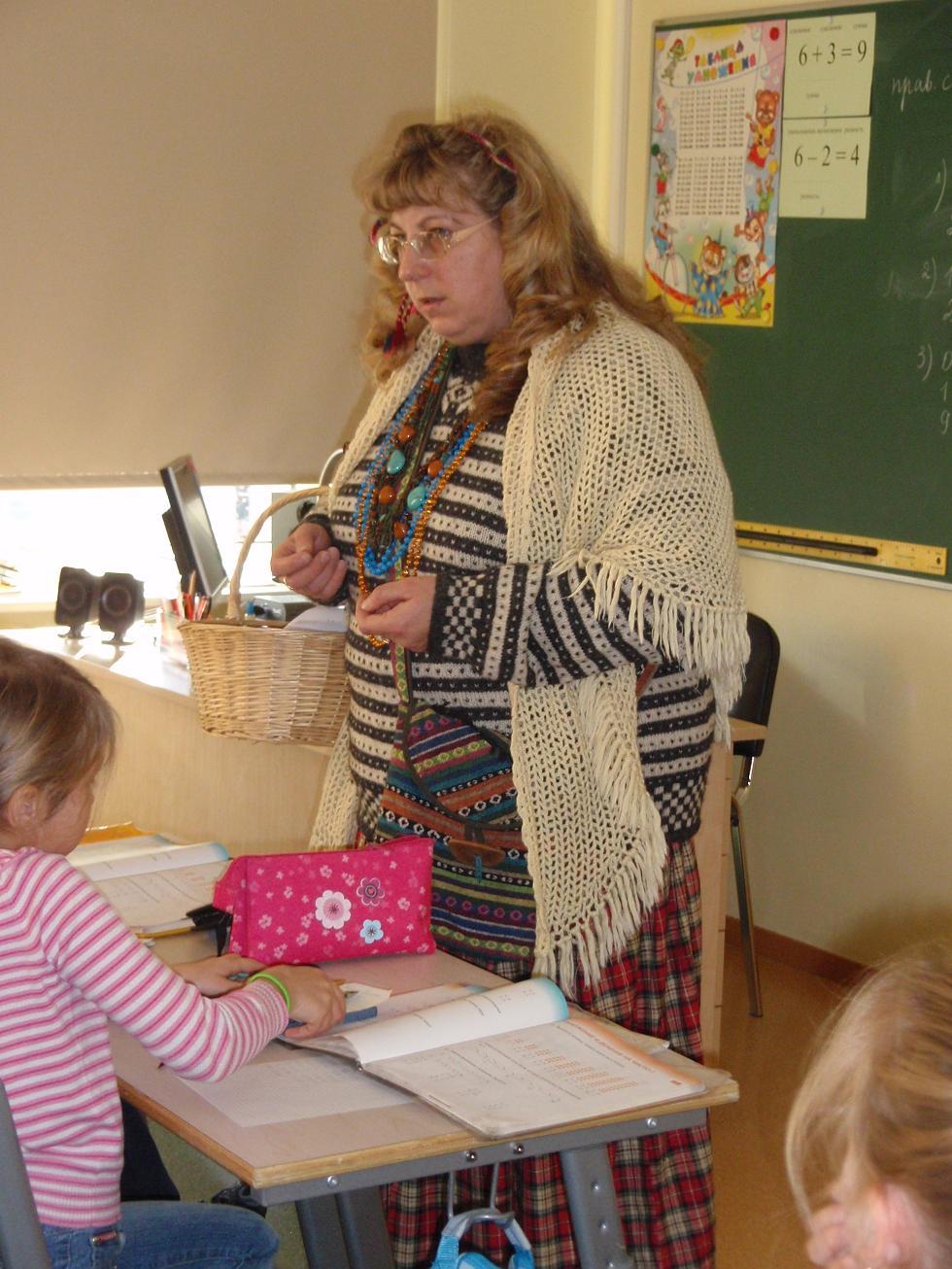Фото под юбкой у учительницы на уроке 11 фотография