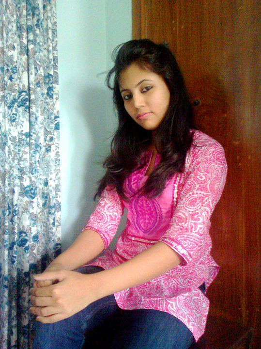 Desi girls wallpapers images pics local girls hd for Desi sexy imege