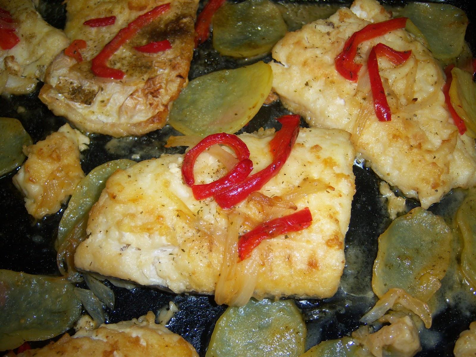 Merluza al horno con patatas - Merluza rellena de marisco al horno ...