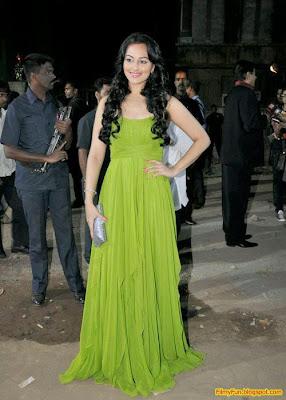 Sonakshi Sinha arrives for the Filmfare Awards at Yash Raj Studio Mumbai_FilmyFun.blogspot.com