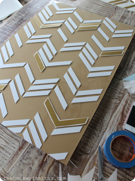 DIY scattered herringbone wall art tutorial - thehouseofsmiths.com
