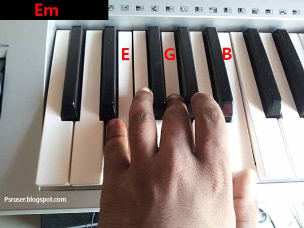 play E minor chord on keyboard