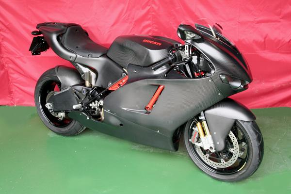 Desmosedici  - Page 2 Ducati+Desmosedici+RR+by+Carbon+Dry+Japan+01