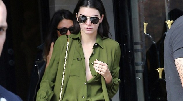 Lagi-Lagi Kendall Jenner Pakai Busana Tanpa Bra