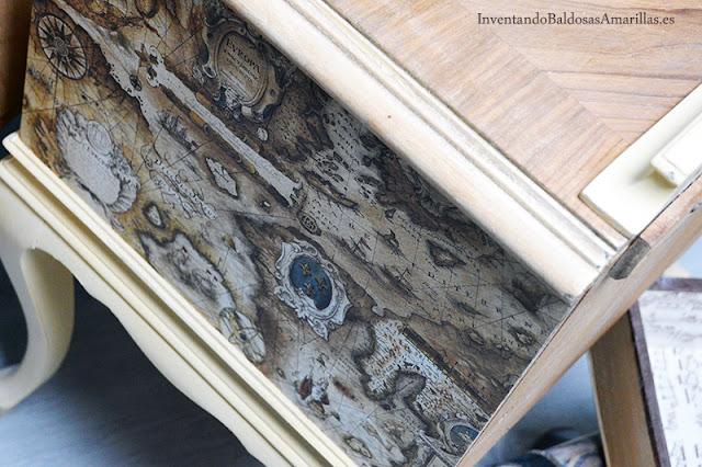 Papel pegado sobre madera