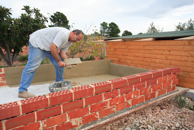 El maestro de obras xavier valderas construir un muro de for Materiales para hacer un piso