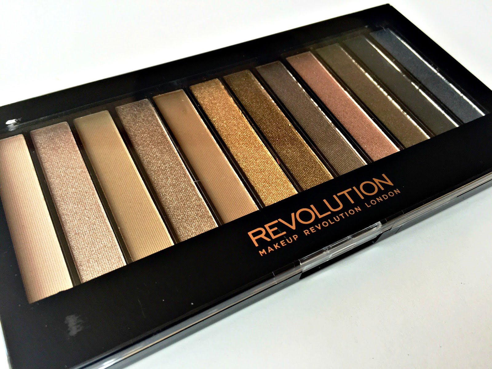 REVIEW & SWATCHES - Makeup Revolution Redemption Palette, Iconic 1