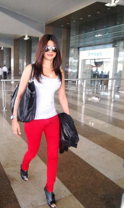 priyanka chopra candid at mumbai international airport hot images