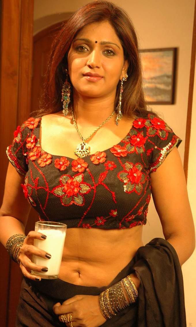 South Indian Hot Actress Bhuvaneswari Shoot