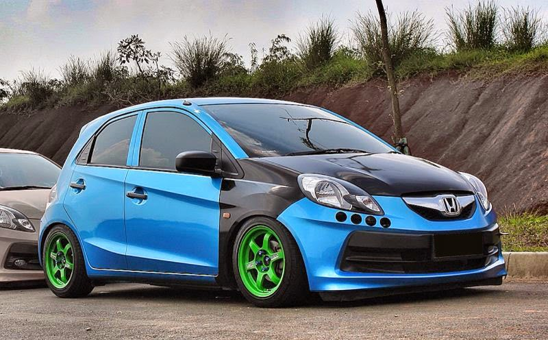 modifikasi mobil honda brio biru