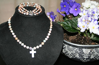 Freshwater pearls (with Swarovski crystals) necklace & bracelet set :: All Pretty Things