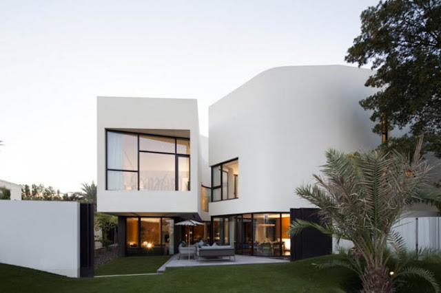 Необычный белый дом