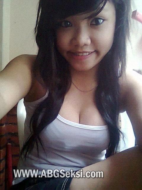 ayam kampus hot telanjang pamer toket dan bokong semok Pic 3 of 35