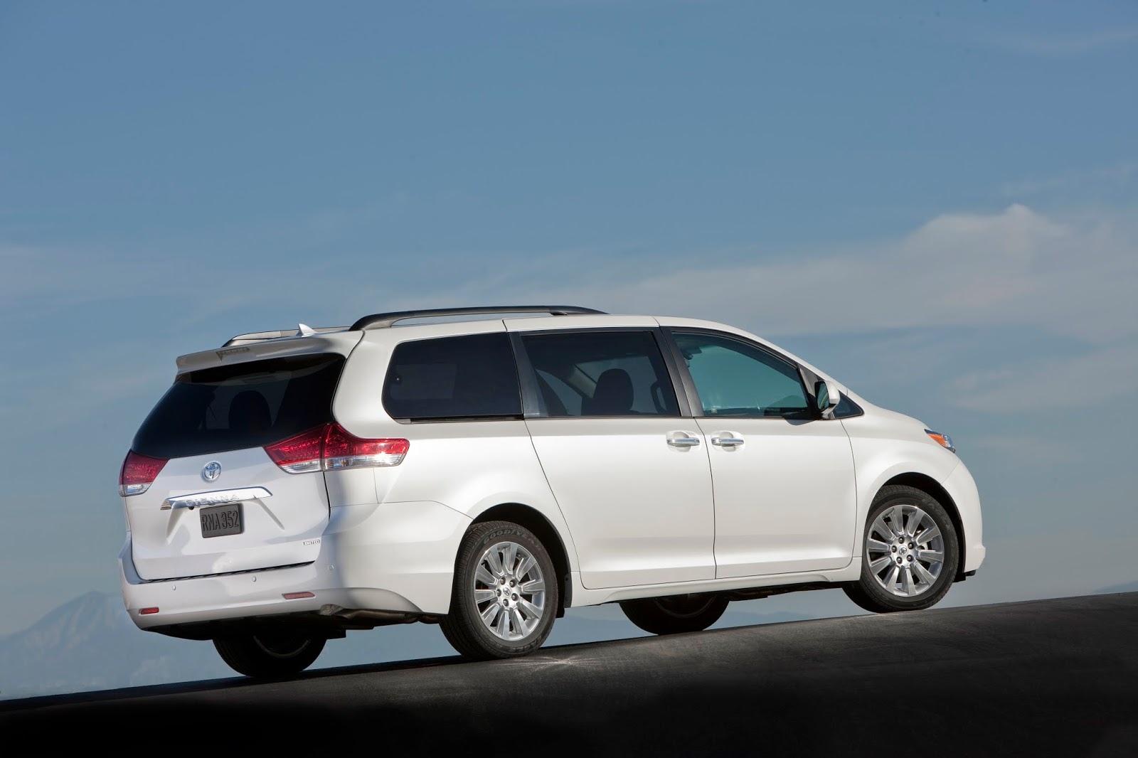 Rear 3/4 view of 2014 Toyota Sienna Limited